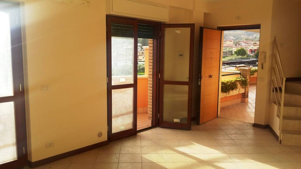 Appartamento in vendita a Lariano, 4 locali, prezzo € 170.000 | CambioCasa.it