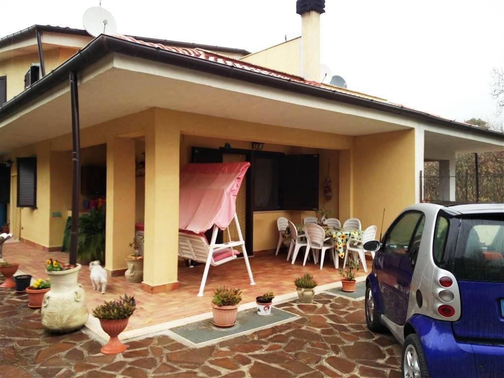 Villa bifamiliare a Lariano