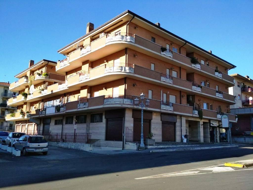 Appartamento in vendita a Lariano, 3 locali, zona Località: CENTRALE, prezzo € 165.000 | CambioCasa.it