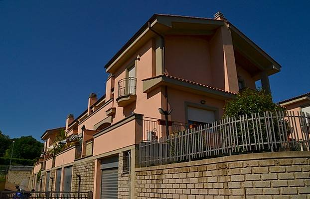 Villa a schiera COLLE CAGIOLI  a Lariano