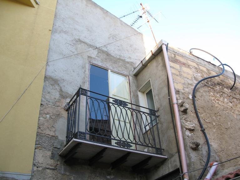 Soluzione Indipendente in vendita a Canicattì, 3 locali, zona Località: C 4 ZONA POSTA CENTRALE, Trattative riservate | Cambio Casa.it