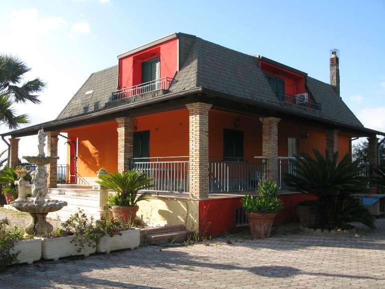 Villa in vendita a Canicattì, 8 locali, zona Località: A 6 ZONA ZONA USCITA CALTANISSETTA, Trattative riservate | Cambio Casa.it