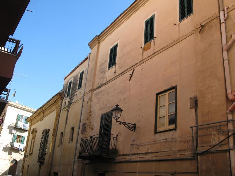Soluzione Indipendente in vendita a Canicattì, 20 locali, zona Località: B4 ZONA BADIA E BORGALINO, Trattative riservate | Cambio Casa.it