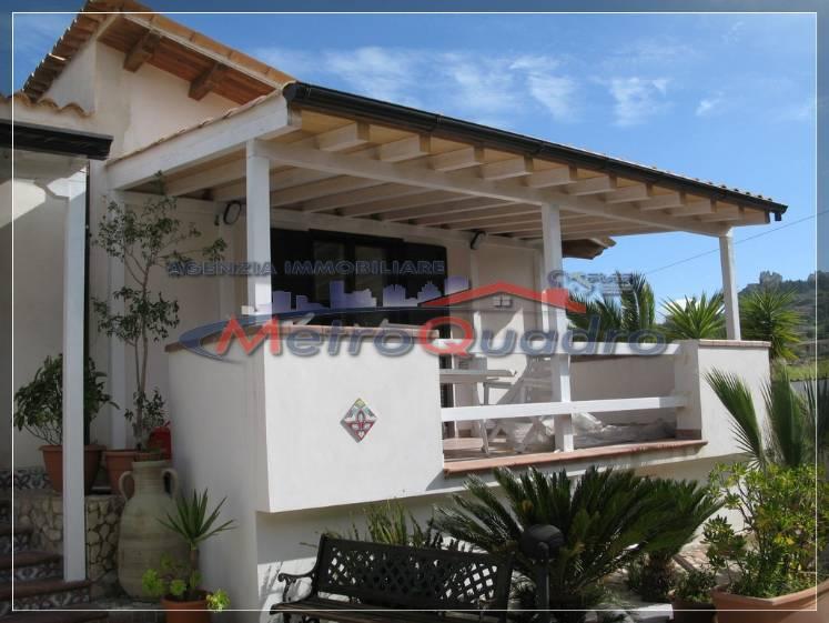 Villa in vendita a Canicattì, 5 locali, zona Località: ZONA USCITA AGRIGENTO, Trattative riservate | CambioCasa.it