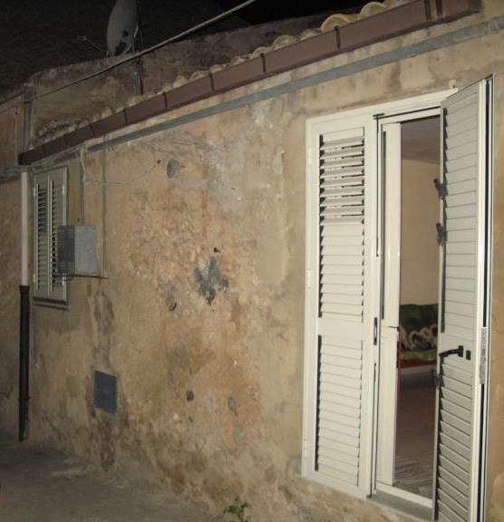 Soluzione Indipendente in vendita a Canicattì, 5 locali, zona Località: B4 ZONA BADIA E BORGALINO, prezzo € 25.000 | CambioCasa.it