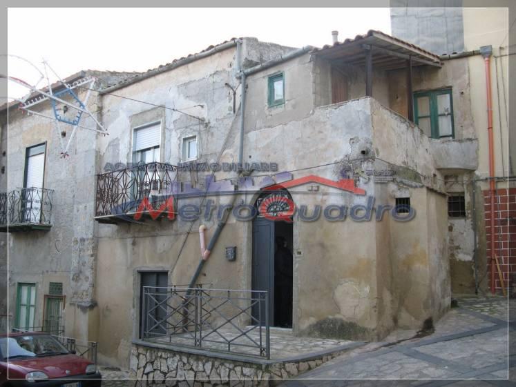 Soluzione Indipendente in vendita a Canicattì, 5 locali, zona Località: C 4 ZONA POSTA CENTRALE, prezzo € 30.000 | Cambio Casa.it