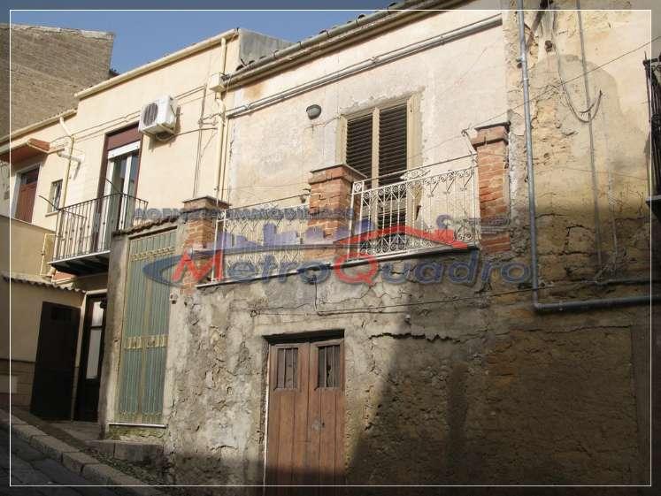 Soluzione Indipendente in vendita a Canicattì, 5 locali, zona Località: B4 ZONA BADIA E BORGALINO, prezzo € 35.000 | Cambio Casa.it