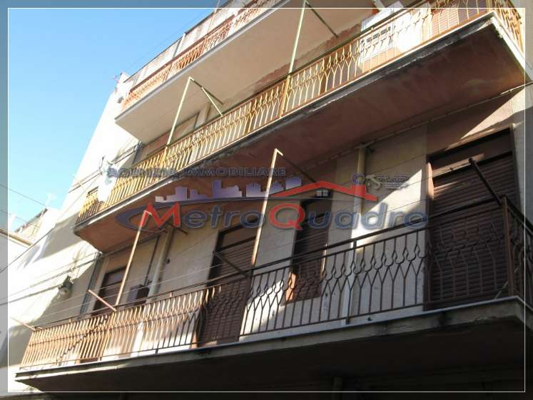 Appartamento in affitto a Canicattì, 5 locali, zona Località: C 3 ZONA VILLA COMUNALE, prezzo € 300 | Cambio Casa.it