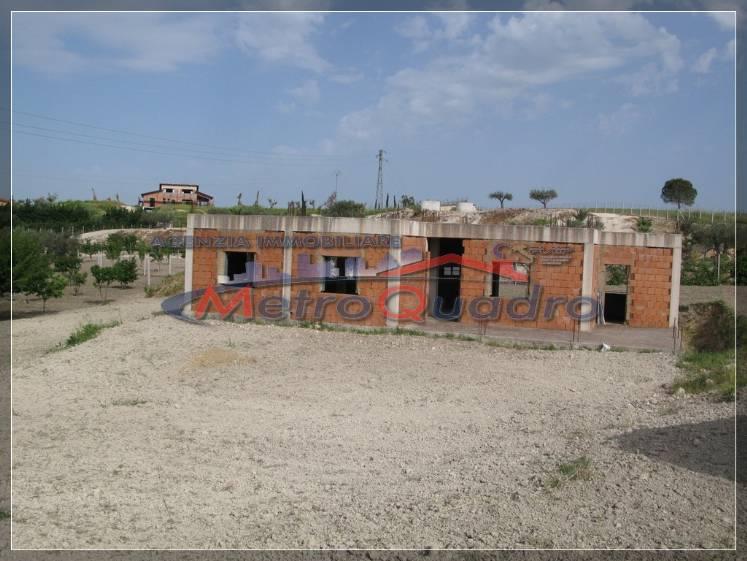 Villa in vendita a Canicattì, 4 locali, zona Località: D 3 ZONA USCITA CAMPOBELLO, prezzo € 95.000 | CambioCasa.it