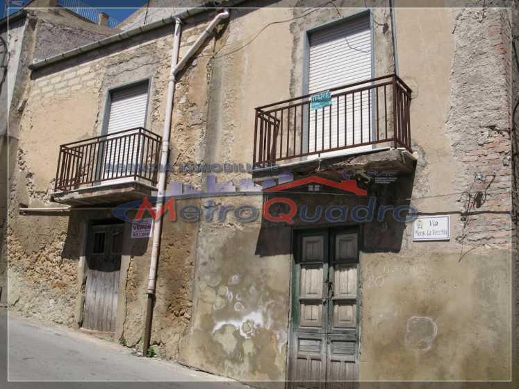 Soluzione Indipendente in vendita a Canicattì, 4 locali, zona Località: B4 ZONA BADIA E BORGALINO, prezzo € 25.000   Cambio Casa.it