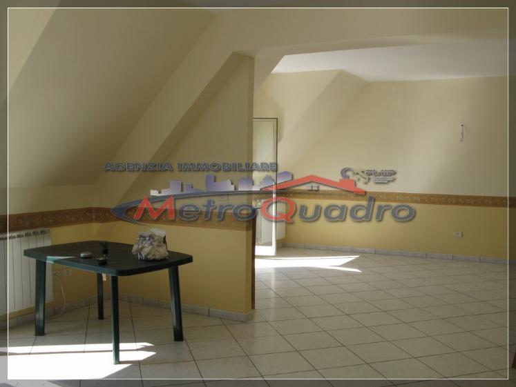 Attico / Mansarda in affitto a Canicattì, 4 locali, zona Località: C 5-6 ZONA PONTE DI FERRO E STAZIONE, prezzo € 300 | Cambio Casa.it