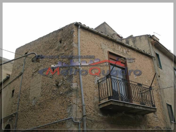 Soluzione Indipendente in vendita a Canicattì, 4 locali, zona Località: B4 ZONA BADIA E BORGALINO, prezzo € 50.000 | Cambio Casa.it