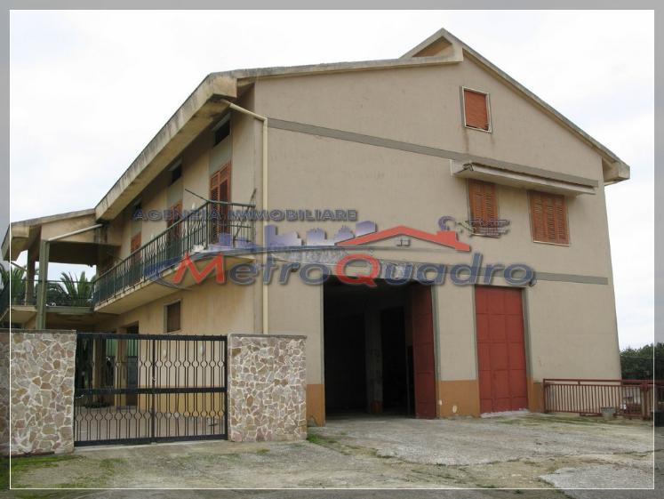 Magazzino in affitto a Canicattì, 9999 locali, zona Località: ZONA USCITA AGRIGENTO, prezzo € 900 | Cambio Casa.it