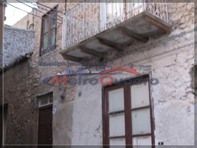 Soluzione Indipendente in vendita a Canicattì, 5 locali, zona Località: B4 ZONA BADIA E BORGALINO, prezzo € 32.000 | CambioCasa.it
