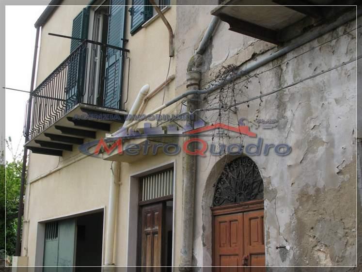 Soluzione Indipendente in vendita a Canicattì, 5 locali, zona Località: B4 ZONA BADIA E BORGALINO, prezzo € 55.000 | CambioCasa.it
