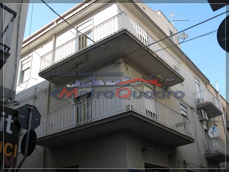 Appartamento in vendita a Canicattì, 6 locali, zona Località: C 3 ZONA VILLA COMUNALE, prezzo € 95.000 | Cambio Casa.it