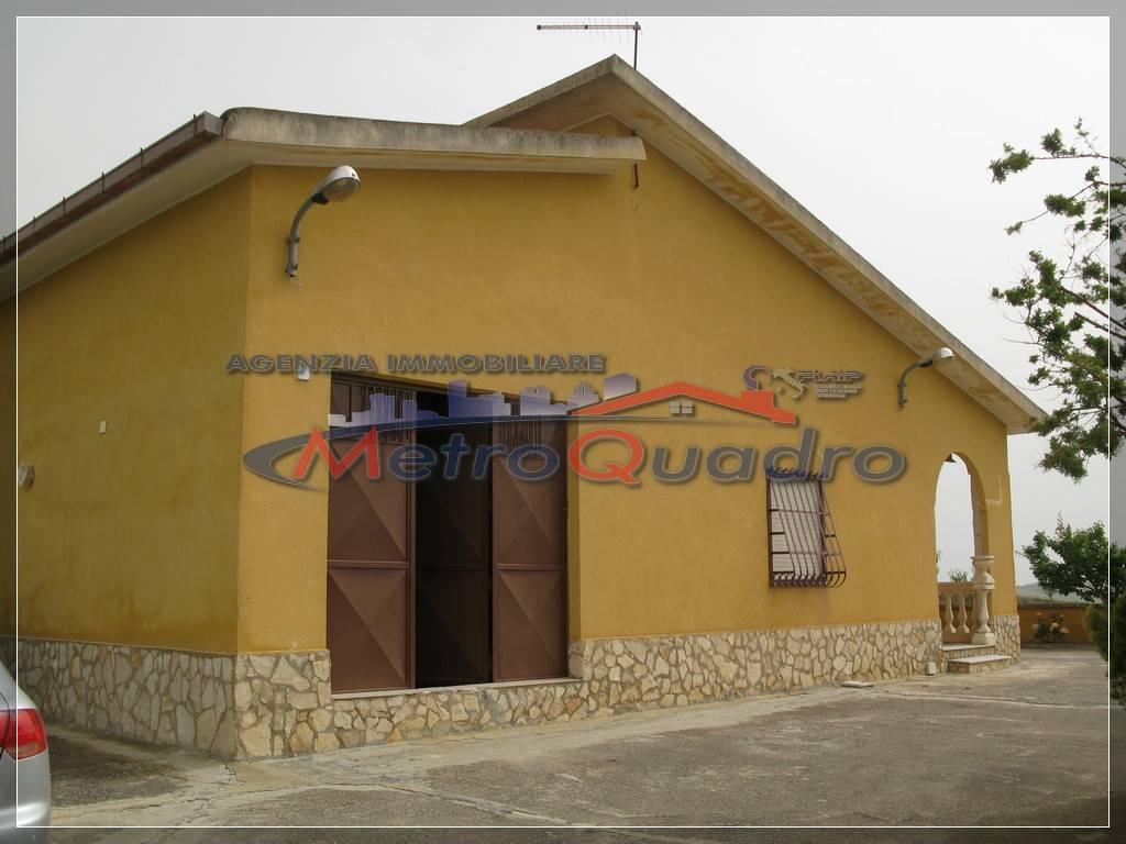 Villa in vendita a Canicattì, 4 locali, zona Località: D 6 ZONA USCITA DELIA, prezzo € 120.000 | CambioCasa.it