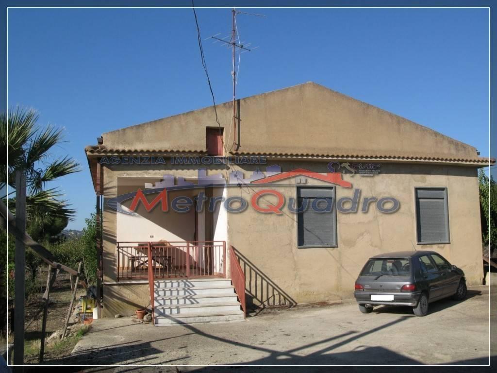 Villa in vendita a Canicattì, 4 locali, zona Località: D 6 ZONA USCITA DELIA, prezzo € 100.000   Cambio Casa.it
