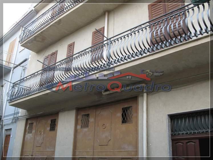 Appartamento in vendita a Canicattì, 4 locali, zona Località: C 3 ZONA VILLA COMUNALE, prezzo € 115.000 | Cambio Casa.it