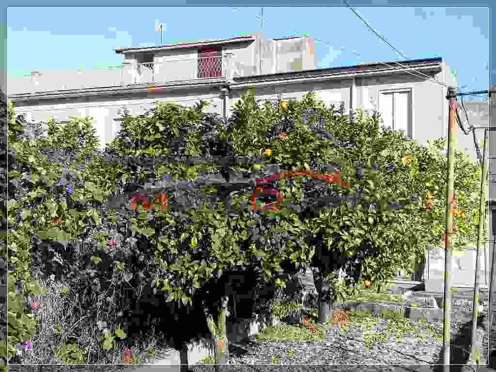 Villa-Villetta  in Vendita a Campobello Di Licata