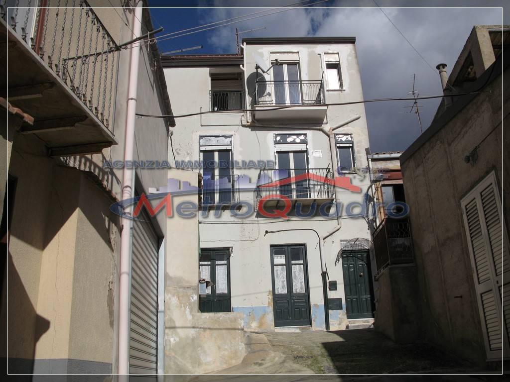 Soluzione Indipendente in vendita a Canicattì, 6 locali, zona Località: B4 ZONA BADIA E BORGALINO, prezzo € 39.000 | CambioCasa.it