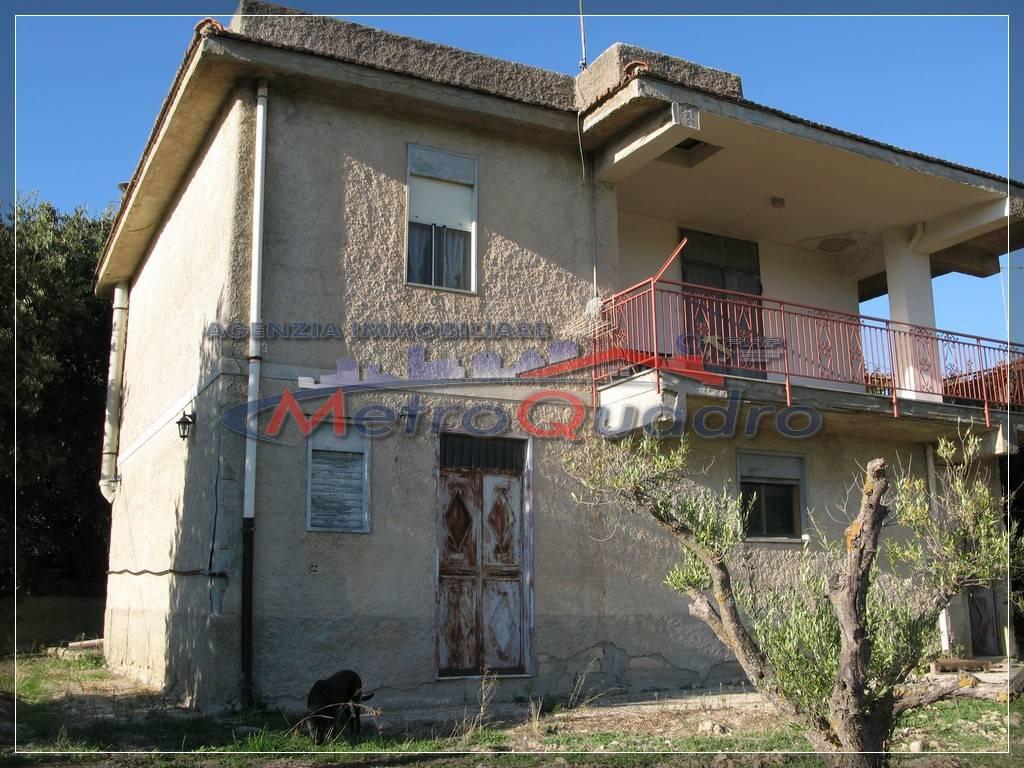 Villa in vendita a Canicattì, 3 locali, zona Località: A 6 ZONA ZONA USCITA CALTANISSETTA, prezzo € 65.000 | CambioCasa.it