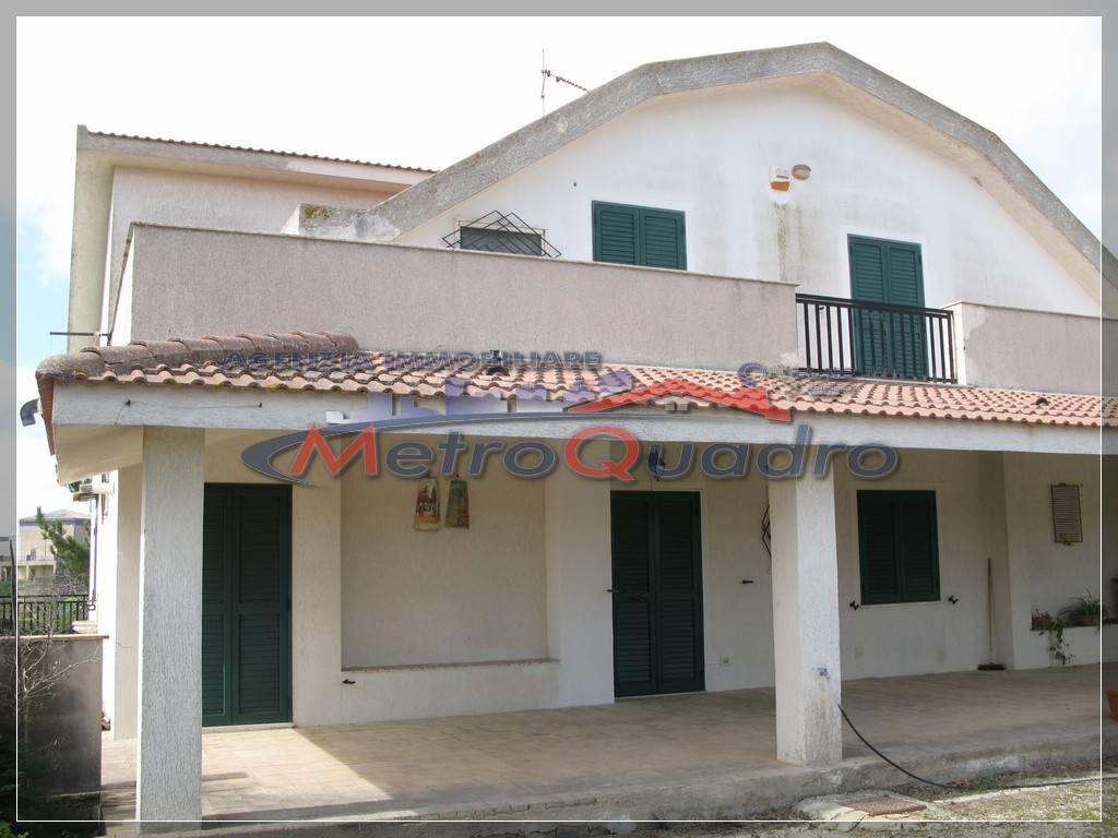Villa-Villetta  in Affitto a Campobello Di Licata