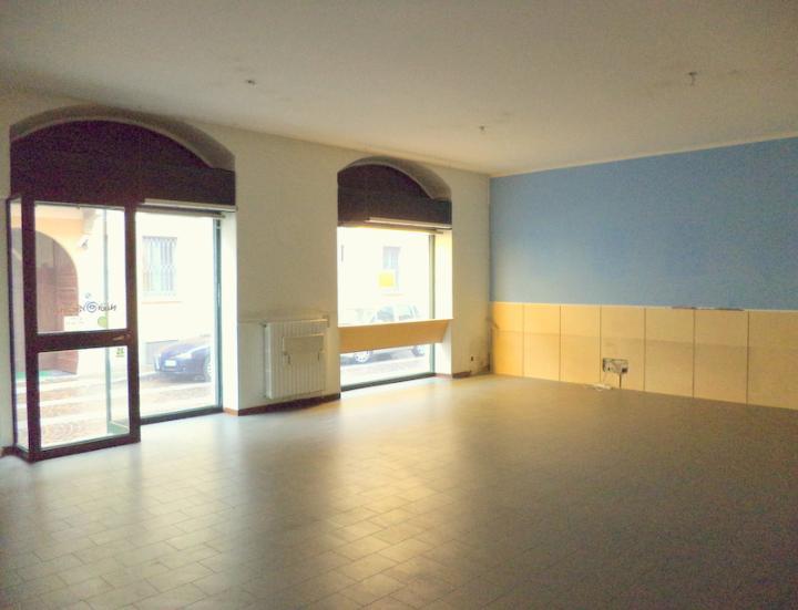 Negozio in Piazza S. Margherita  3, Centro Storico, San Gerardo, Libertà, Monza
