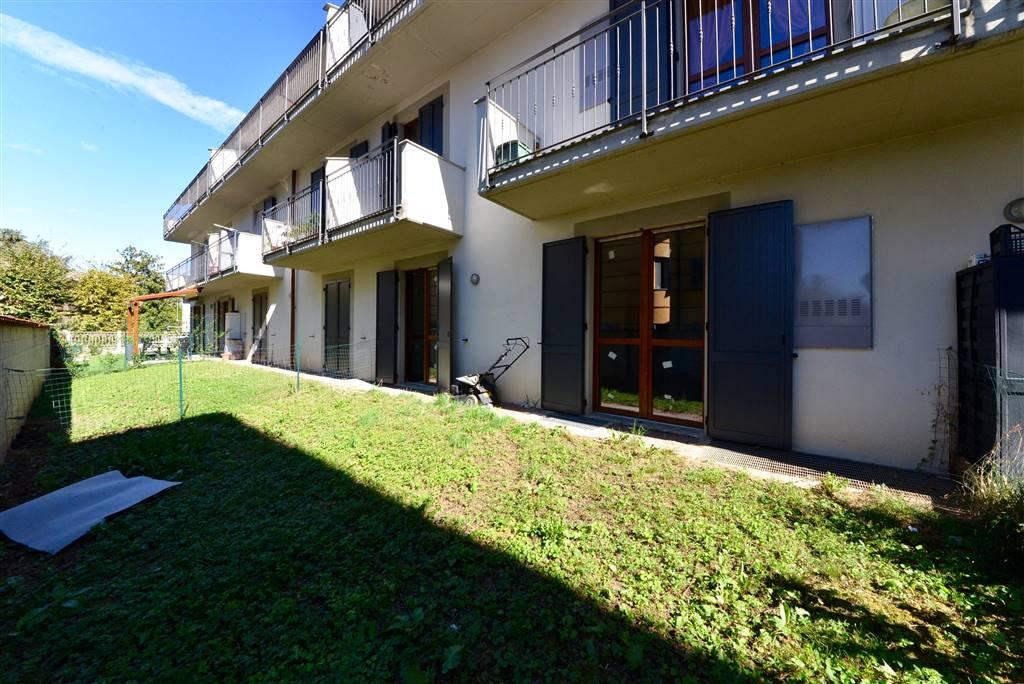 Appartamento a MARIANO COMENSE 3 Vani - Garage - Giardino