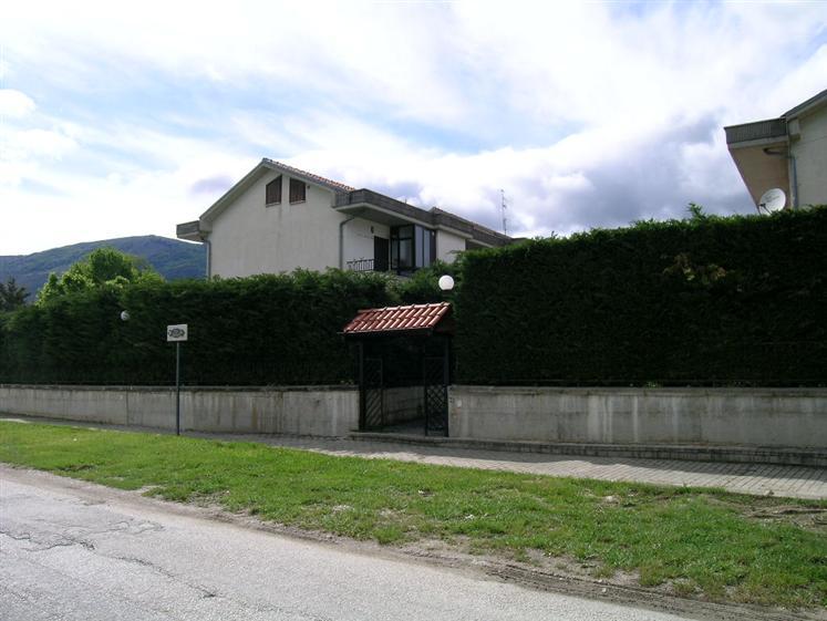 Appartamento in vendita a Castel di Sangro, 3 locali, zona Località: FONTE VANIERO, prezzo € 79.000 | CambioCasa.it