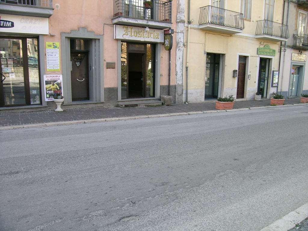 Negozio / Locale in vendita a Castel di Sangro, 9999 locali, zona Località: CENTRO, prezzo € 280.000 | Cambio Casa.it