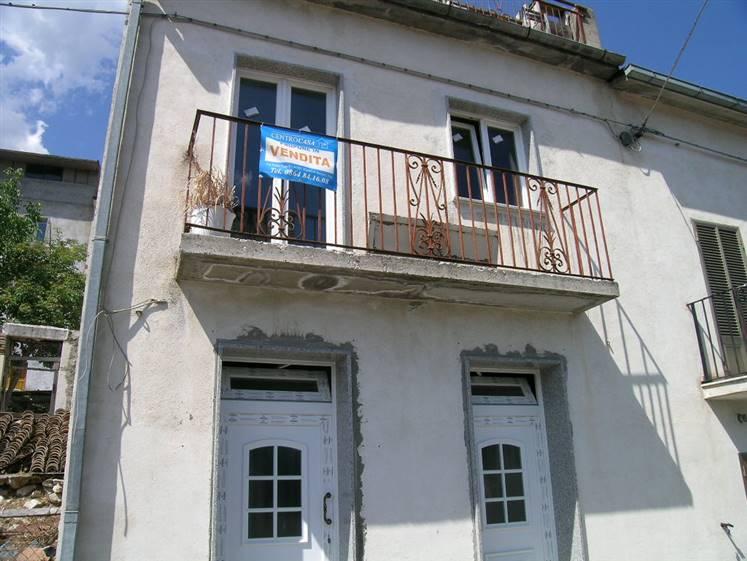 Soluzione Indipendente in vendita a Ateleta, 10 locali, zona Località: CENTRO, prezzo € 80.000 | Cambio Casa.it
