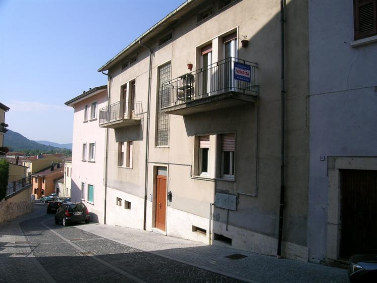 Appartamento in vendita a Castel di Sangro, 3 locali, zona Località: CENTRO, prezzo € 90.000 | CambioCasa.it