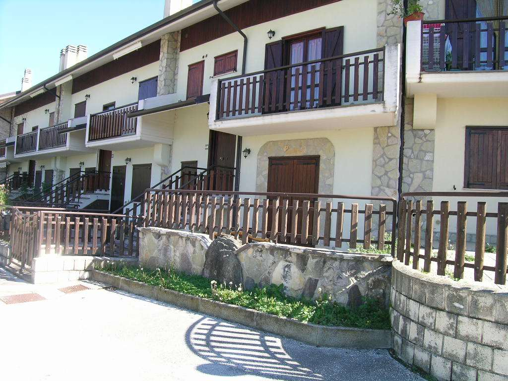 Appartamento in vendita a Castel di Sangro, 4 locali, zona Località: PANORAMICA, prezzo € 140.000 | Cambio Casa.it