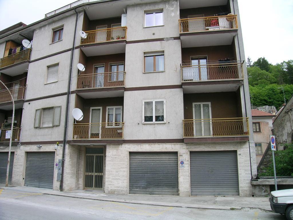 Appartamento in vendita a Castel di Sangro, 3 locali, zona Località: SEMICENTRO, prezzo € 105.000 | Cambio Casa.it