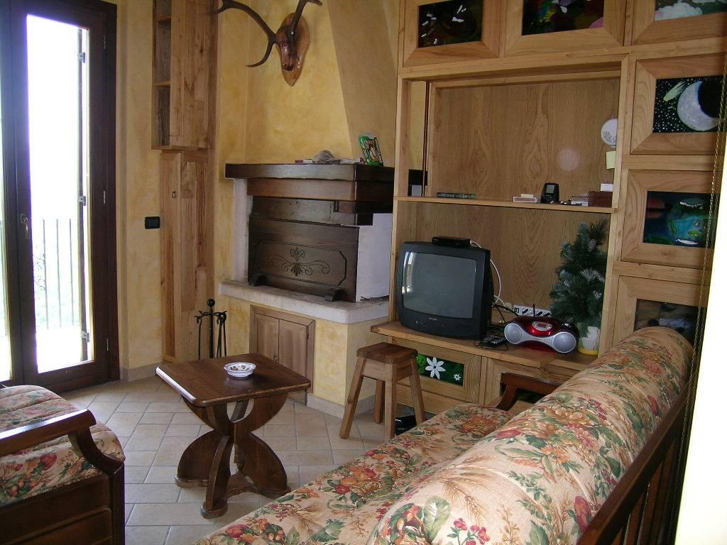 Appartamento in vendita a Castel di Sangro, 3 locali, zona Zona: Roccacinquemiglia, prezzo € 130.000 | CambioCasa.it