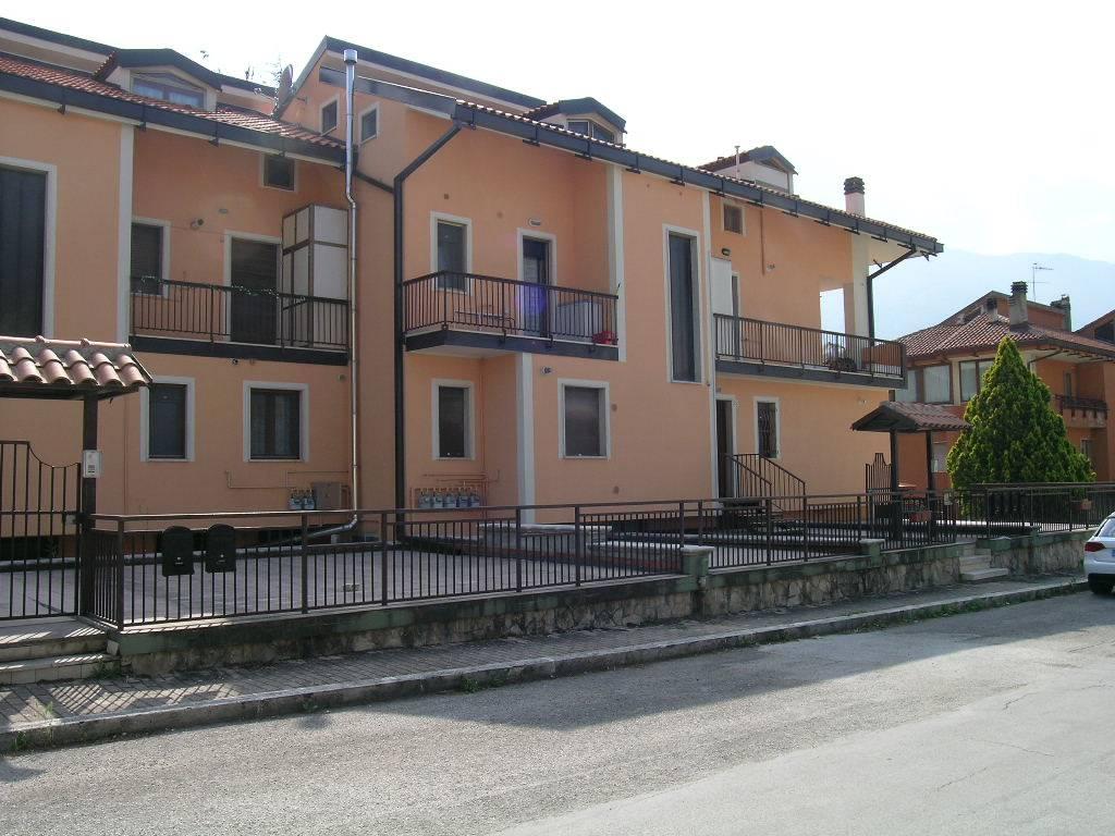 Appartamento in vendita a Castel di Sangro, 5 locali, zona Località: SEMICENTRO, prezzo € 155.000 | Cambio Casa.it