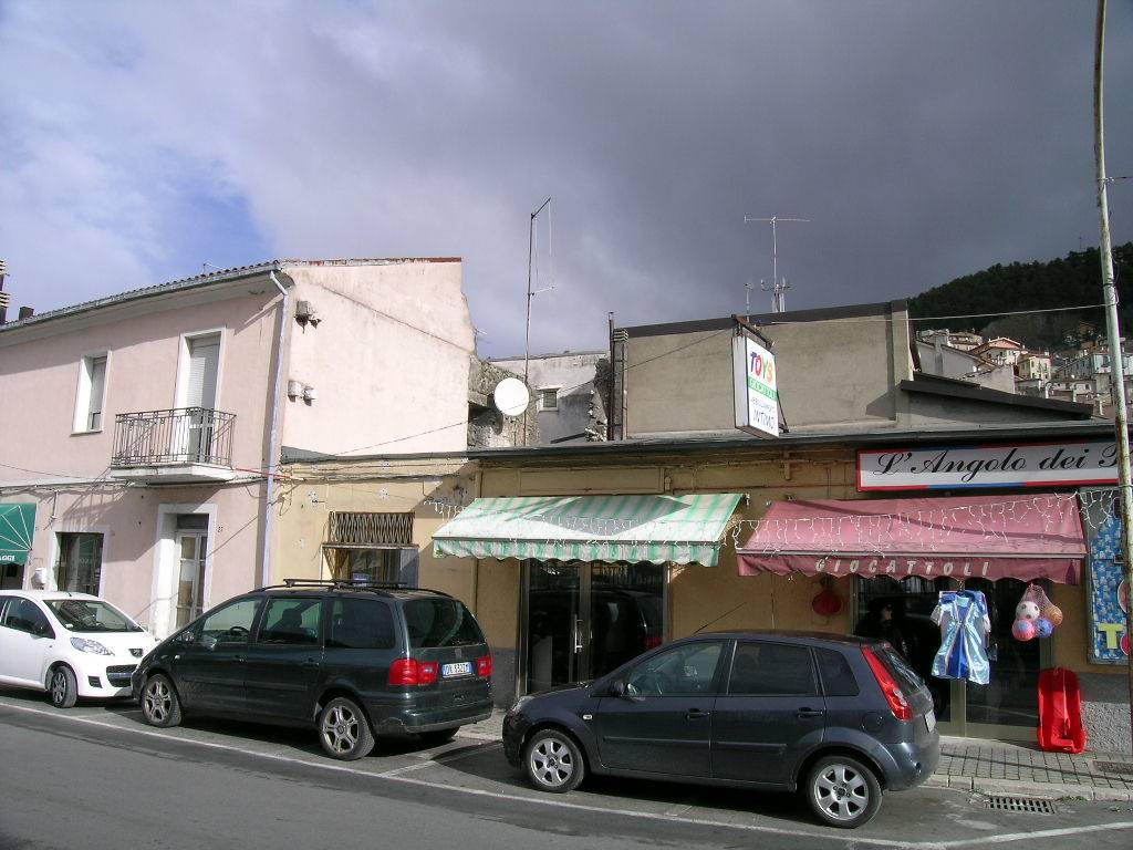 Soluzione Indipendente in vendita a Castel di Sangro, 10 locali, zona Località: CENTRO, prezzo € 200.000 | CambioCasa.it