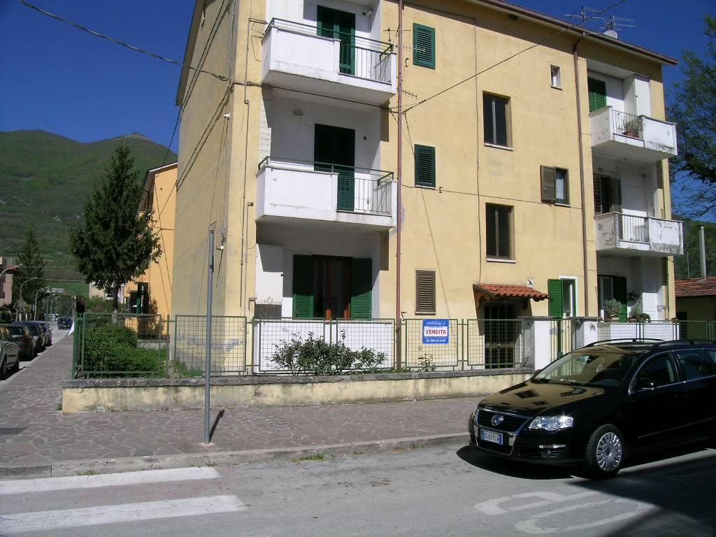Appartamento in vendita a Castel di Sangro, 3 locali, zona Località: CENTRO, prezzo € 75.000 | CambioCasa.it