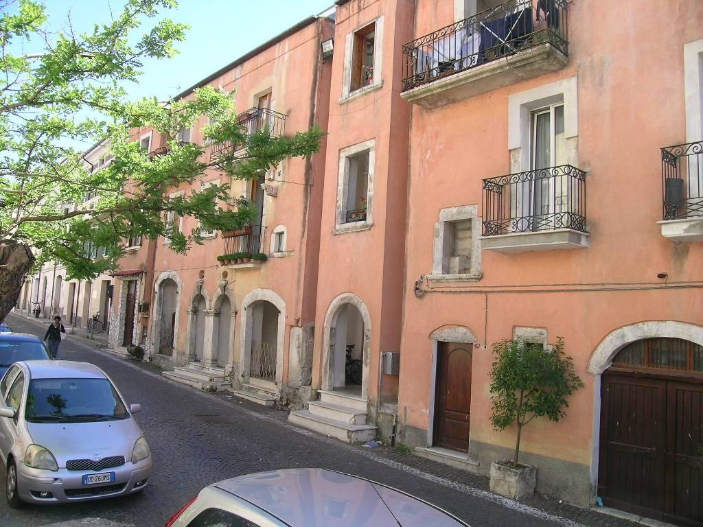 Appartamento in vendita a Castel di Sangro, 2 locali, zona Località: SEMICENTRO, prezzo € 42.000 | CambioCasa.it