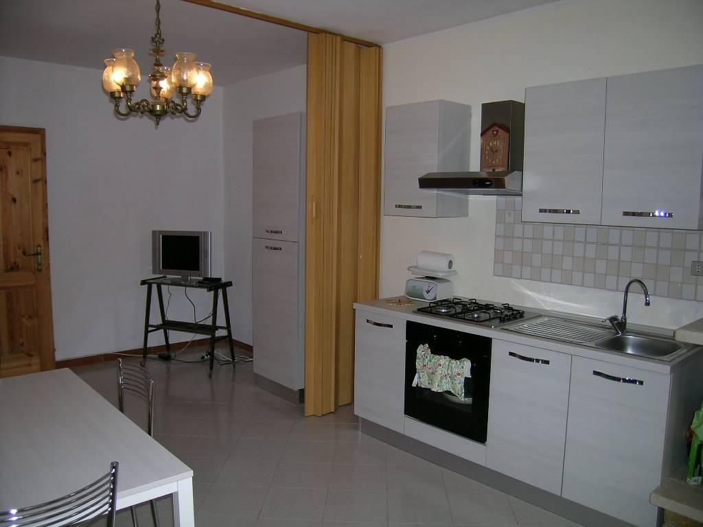 Appartamento in affitto a Castel di Sangro, 2 locali, zona Zona: Roccacinquemiglia, prezzo € 250 | CambioCasa.it
