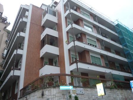Trilocale in Vico Cacciottoli, Vomero, Napoli