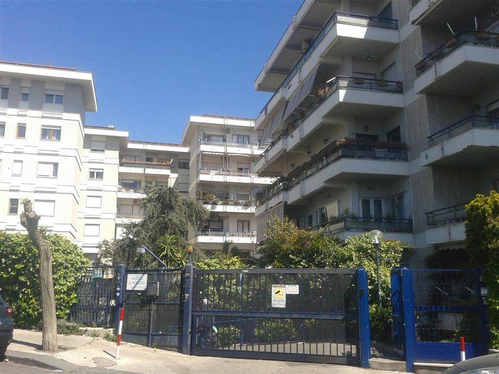 Appartamento a NAPOLI 6 Vani - Garage