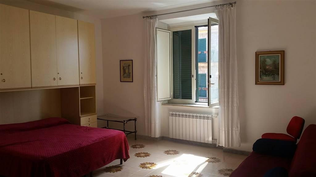 Trilocale in Via Dell'eremo, Pianura, Napoli