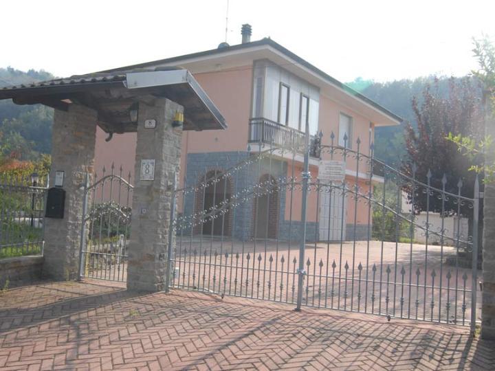 Casa Indipendente vendita CRAVANZANA (CN) - 6 LOCALI - 250 MQ