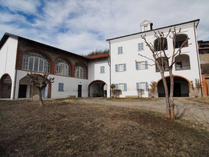 Villa vendita DOGLIANI (CN) - 7 LOCALI - 600 MQ