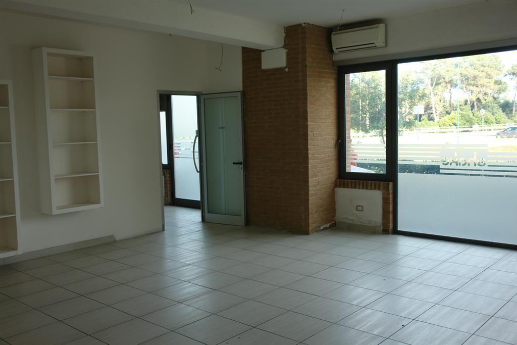 Negozio / Locale in affitto a Grosseto, 1 locali, zona Località: CASALONE, prezzo € 1.000 | CambioCasa.it