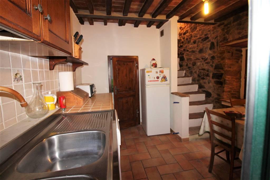 Appartamento in vendita a Campagnatico, 5 locali, zona Località: CENTRO STORICO, prezzo € 120.000   CambioCasa.it