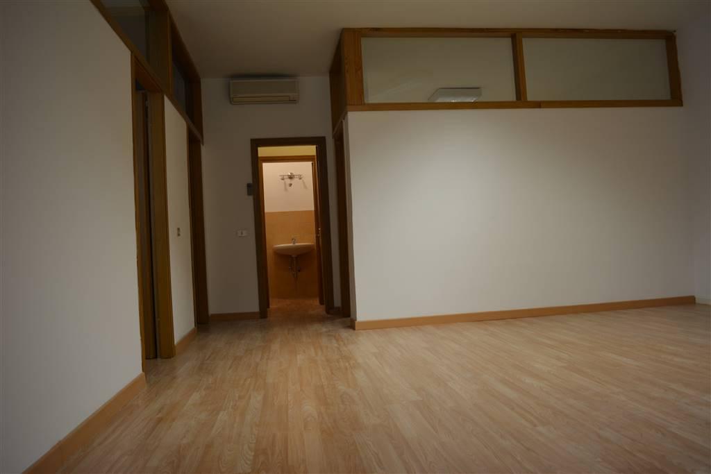 Ufficio / Studio in affitto a Grosseto, 4 locali, zona Località: CENTRO CITTÀ, prezzo € 600 | CambioCasa.it