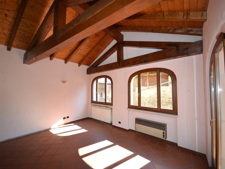 Soluzione Indipendente in vendita a Arola, 7 locali, prezzo € 300.000 | Cambio Casa.it
